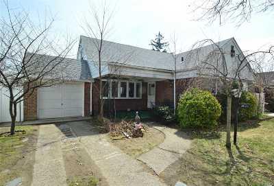 Fresh Meadows Single Family Home For Sale: 49-77 Fresh Meadow Ln