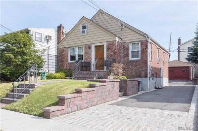 Garden City Single Family Home For Sale: 264 Kensington Rd