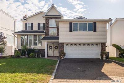Merrick Single Family Home For Sale: 2977 Shore Dr