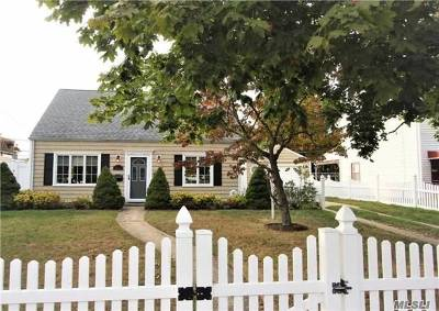 Levittown Single Family Home For Sale: 124 Ranch Ln