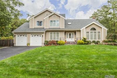 Bohemia Single Family Home For Sale: 1 Cori Ln
