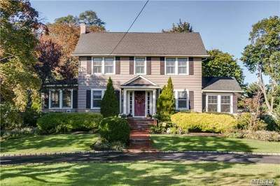 Merrick Single Family Home For Sale: 146 Lindenmere Dr