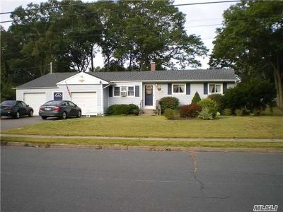 Islip Single Family Home For Sale: 50 Lyne Ln