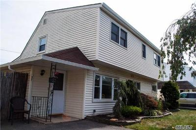 Levittown Single Family Home For Sale: 27 Long Ln