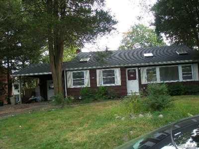 Huntington Sta NY Single Family Home For Sale: $289,000