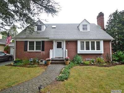 Rockville Centre Single Family Home For Sale: 401 N Woodbridge Rd
