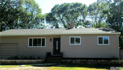 Islip Single Family Home For Sale: 260 Manhattan Blvd