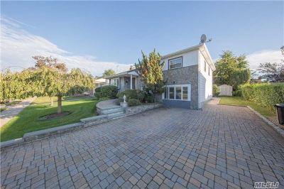 Hicksville Single Family Home For Sale: 2 Berkshire Rd