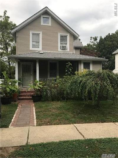 Westbury Single Family Home For Sale: 211 Belmont Rd
