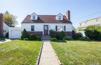 Bellmore Single Family Home For Sale: 1904 Charles St