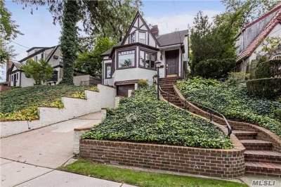 Little Neck Single Family Home For Sale: 39-34 Glenwood St