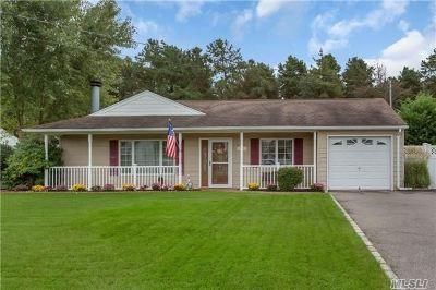 Bohemia Single Family Home For Sale: 400 8th St