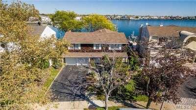 Merrick Single Family Home For Sale: 2323 Halyard Dr
