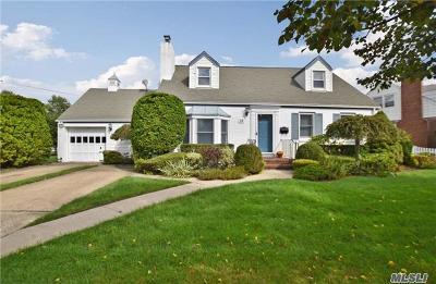 Rockville Centre Single Family Home For Sale: 15 Gateway
