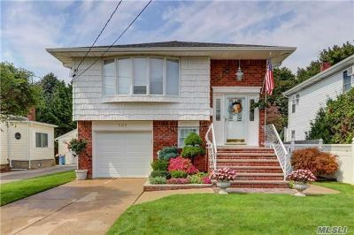 Hicksville Single Family Home For Sale: 137 West Ave