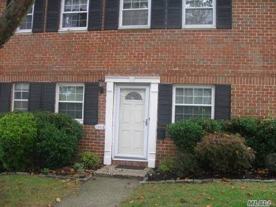 Hauppauge Condo/Townhouse For Sale: 1208 Towne House Vlg