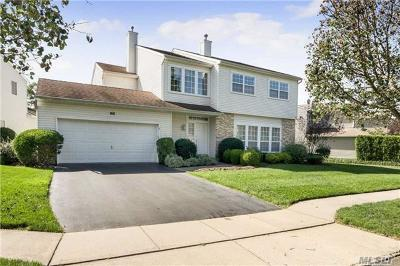 Hauppauge Condo/Townhouse For Sale: 140 Windwatch Dr