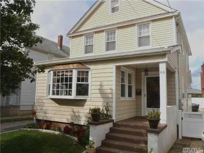 Mineola Single Family Home For Sale: 68 Liberty Ave