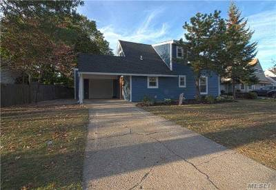 Levittown Single Family Home For Sale: 43 Elves Ln