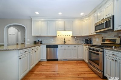 Port Jefferson Single Family Home For Sale: 22 Second Ave