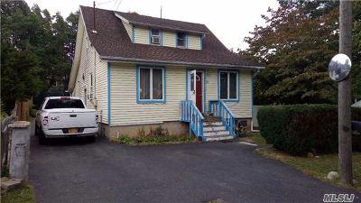 Huntington Sta NY Single Family Home For Sale: $170,000
