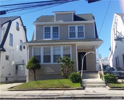 Lynbrook Single Family Home For Sale: 3 Starks Pl