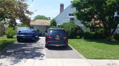 Westbury Single Family Home For Sale: 10 Hidden Ln