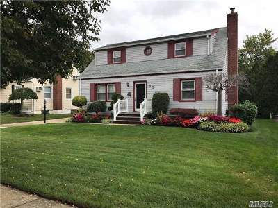 Merrick Single Family Home For Sale: 30 Wellington Rd