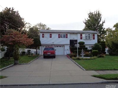 Brentwood Single Family Home For Sale: 34 Ferris Ave
