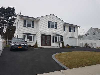 Levittown Single Family Home For Sale: 78 Wantagh Ave