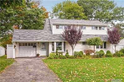 Levittown Single Family Home For Sale: 174 Kingfisher Rd