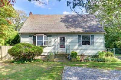 Lake Ronkonkoma Single Family Home For Sale: 105 Patchogue Holbro Rd