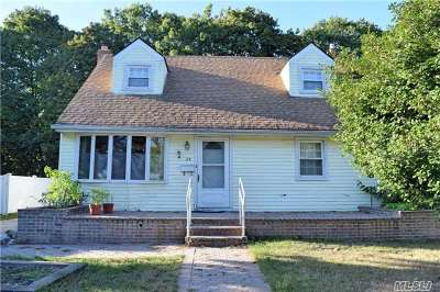 Westbury Single Family Home For Sale: 25 Circle Dr