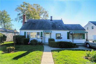 Levittown Single Family Home For Sale: 146 Haven Ln