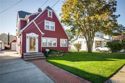 Lynbrook Single Family Home For Sale: 18 Allen St