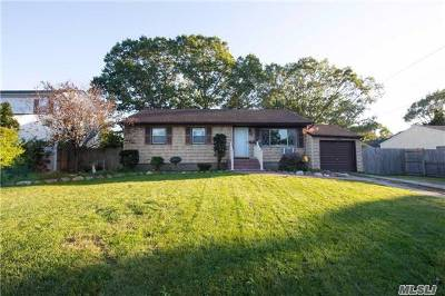 Centereach Single Family Home For Sale: 59 Norman Dr