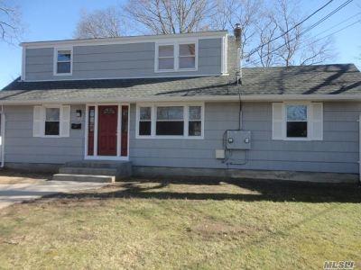 Ronkonkoma Single Family Home For Sale: 16 Liberty St