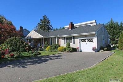 Syosset Single Family Home For Sale: 4 Laurel Ln