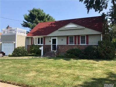 West Islip NY Single Family Home For Sale: $389,000