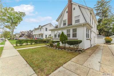 Lynbrook Single Family Home For Sale: 82 Fenimore St
