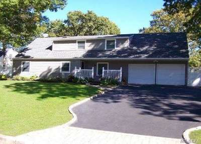 Holbrook Single Family Home For Sale: 27 Halfcircle Dr