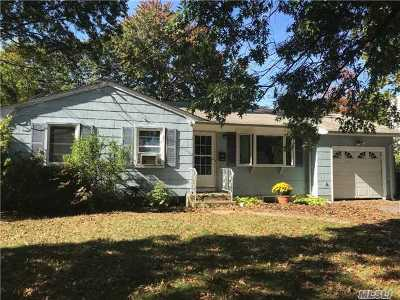 Bay Shore Single Family Home For Sale: 1058 Gridley St