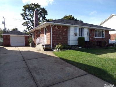 Levittown Single Family Home For Sale: 606 Parker Ave