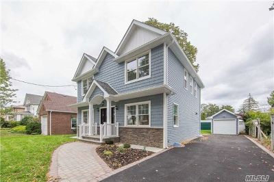 Hicksville Single Family Home For Sale: 59 East St