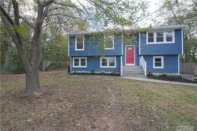 Selden Single Family Home For Sale: 297 Boyle Rd
