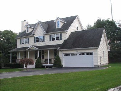 Huntington Single Family Home For Sale: 20 Trafalgar Ct