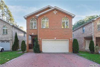 Douglaston, Little Neck, Douglas Manor Single Family Home For Sale: 71-16 242nd St