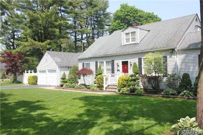 Hauppauge Single Family Home For Sale: 15 Parkway Gardens Blvd