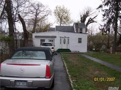 Wyandanch Single Family Home For Sale: 13 Ash Pl