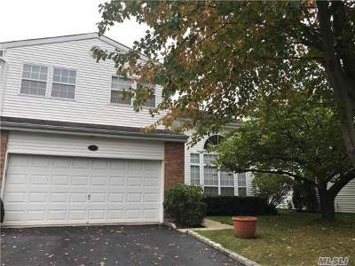 Commack Condo/Townhouse For Sale: 7 Hamlet Dr